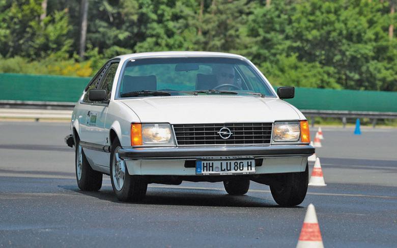 Z Monzą 6-cylindrowe coupe Opla zyskały niezależną, samodzielną nazwę. Ale szczęścia to nie przyniosło  – brakująca litera za nazwą to znak, że auto nie miało następcy. I tak pozostało aż do dziś.