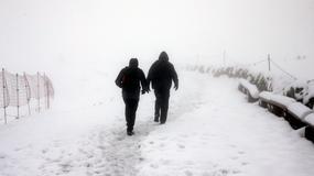 Śnieg w Zakopanem, w Tatrach zagrożenie lawinowe