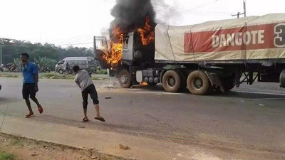Dangote truck set ablaze after crushing 2 to death in Ogun