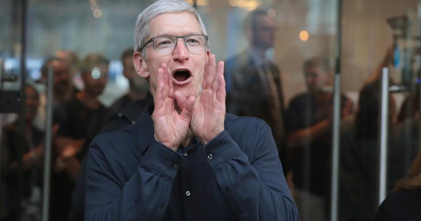Tim Cook, prezes Apple, ma powody do zadowolenia po roku fiskalnym 2017