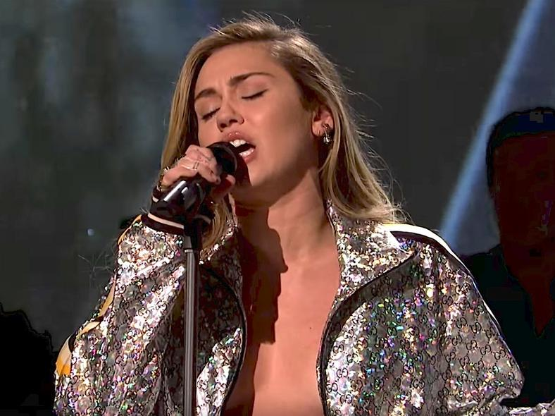 miley cyrus snl nothing breaks like a heart
