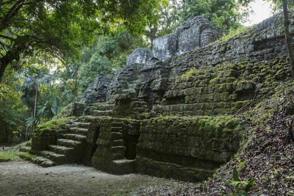 Ruševine Maja u Nacionalnom parku Tikal u Gvatemali