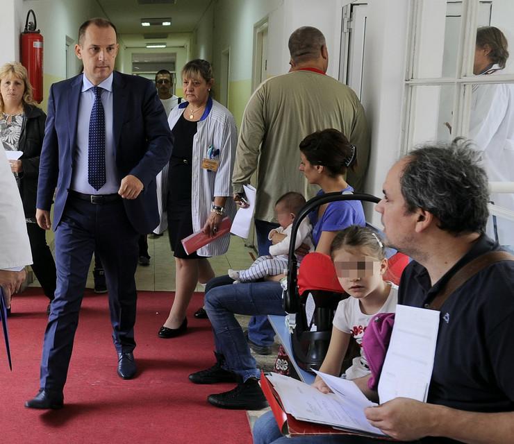 535262_zlatibor-loncar-u-poseti-institutu-za-majku-i-dete-170914ras-foto-vesna-lalic15a