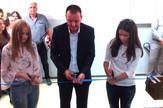 gimnazija ivanjica Predsednik opstine preseca sa najboljim ucenicama vrpcu