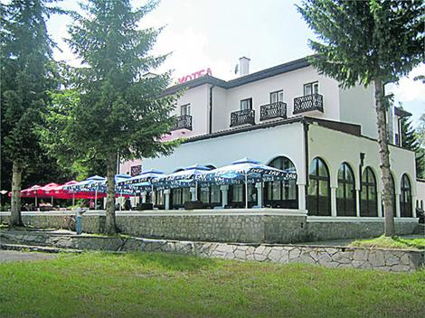 Hotel renoviran, grade se i bazen i hala
