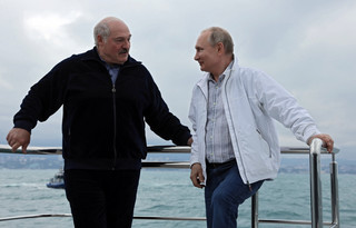 """Białoruski ekspert: Relacje Kremla z Mińskiem jak """"gotowanie żaby"""" – powoli i na małym ogniu"""