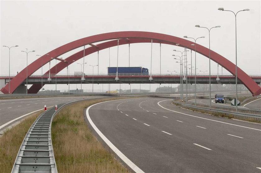 Przez złodziei kierowcy błądzą po autostradzie