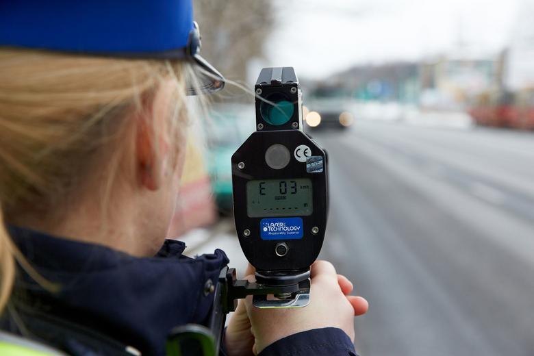 Jeśli podczas pomiaru policjantowi zadrży ręka,urządzenie nie powinnozmierzyć prędkości.