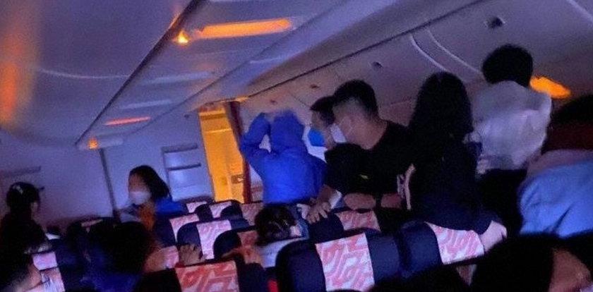 Eksplozja na pokładzie samolotu. Wśród pasażerów wybuchła panika