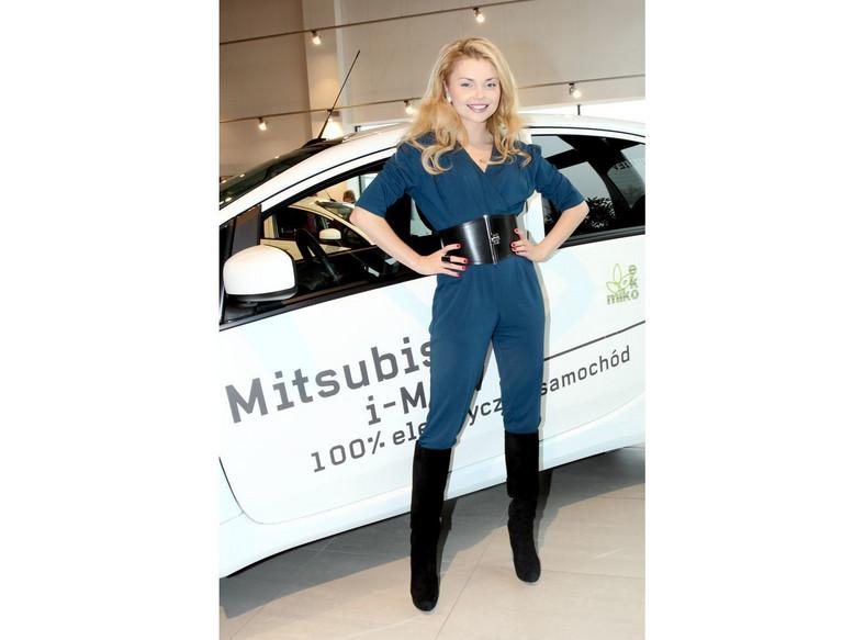 Aktorka Izabella Miko podróżuje w Polsce elektrycznym Mitsubishi i-MiEV