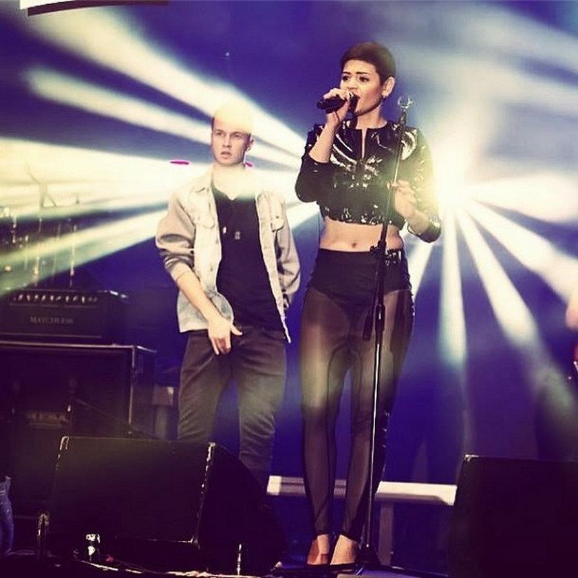 Honorata Skarbek, Honey na scenie z mikrofonem