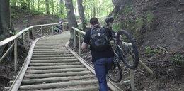 Nowa ścieżka rowerowa, a po środku… schody!