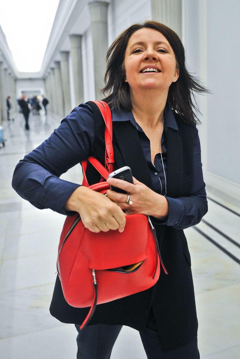 Joanna Lichocka - kim jest posłanka pokazująca środkowy palec?