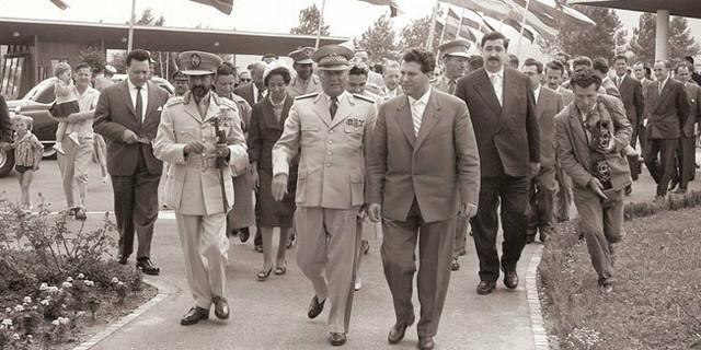 """""""Osoba koja se danas predstavlja kao maršal Tito u stvari nije pravi Josip Broz Tito, već da je reč o ruskom agentu koji je ukrao njegov identitet 1937. godine"""""""