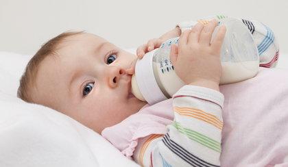 Dajesz dziecku takie mleko? Konsekwencje mogą być groźne