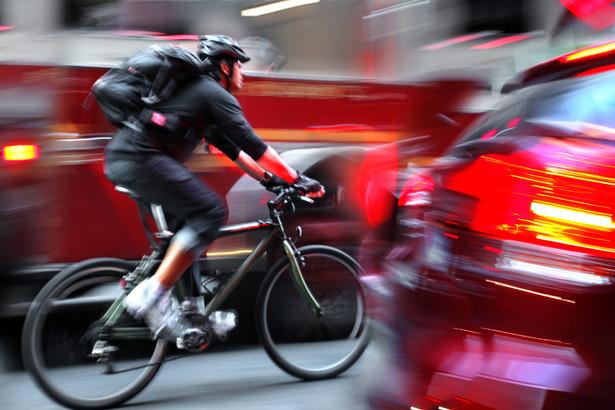Nieuzasadniona jazda rowerem po chodniku grozi mandatem w wysokości 50 zł