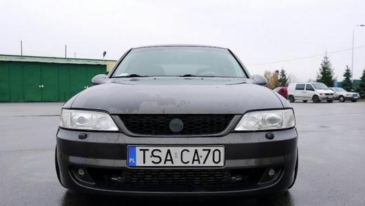 Ciekawostka z ogłoszenia: Opel Vectra z napędem na tył