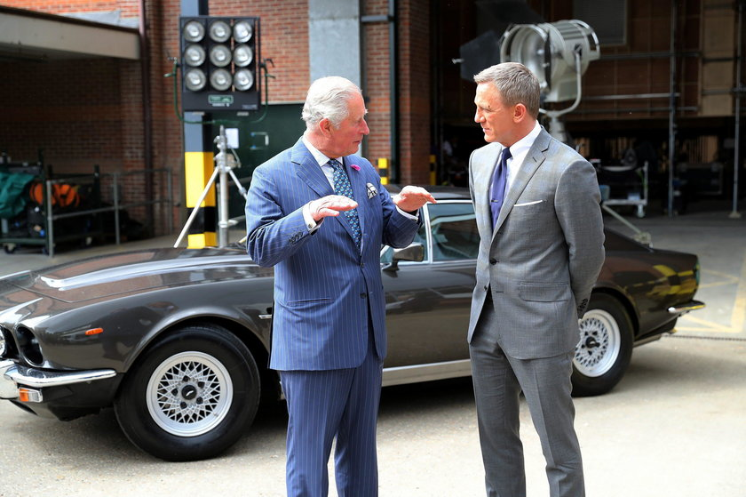 Książę Karol u Jamesa Bonda