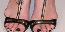 Auć! Co ona robi swoim stopom?