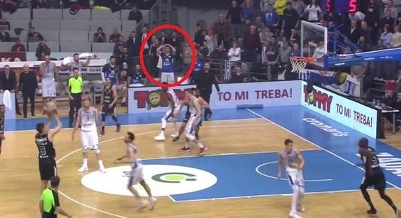Vanja Marinković pogađa trojku
