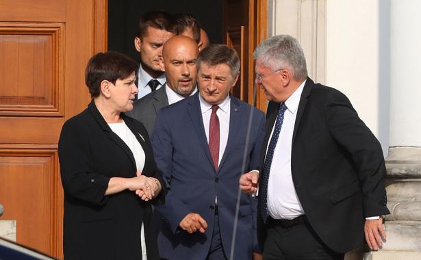 Spotkanie, w siedzibie partii przy ul. Nowogrodzkiej, odbywało się z przerwą, w trakcie której premier oraz marszałkowie Sejmu i Senatu spotkali się w Belwederze z prezydentem