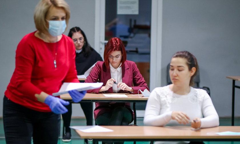 Nowe obostrzenia. Co z maturami i egzaminami ósmoklasistów?