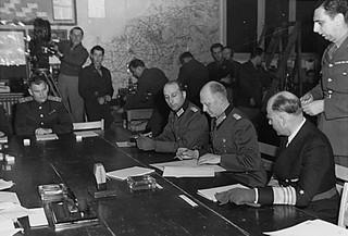Kapitulacja III Rzeszy kończyła wojnę w Europie. Na Dalekim Wschodzie walki jeszcze trwały