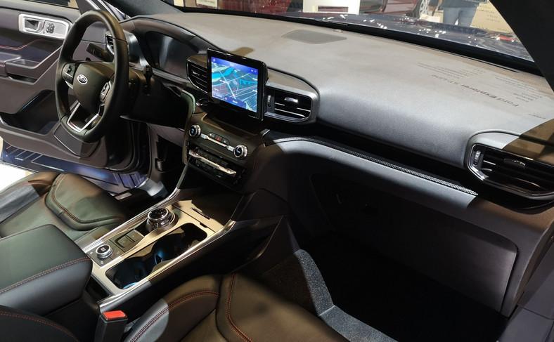 Przy długości przekraczającej 5 m, szerokości 2 m i wysokości prawie 2 m, nowy Explorer Plug-In Hybrid może służyć jako reprezentacyjny samochód menedżera, a dzięki trzem rzędom siedzeń spełni również funkcję przestronnego auta rodzinnego