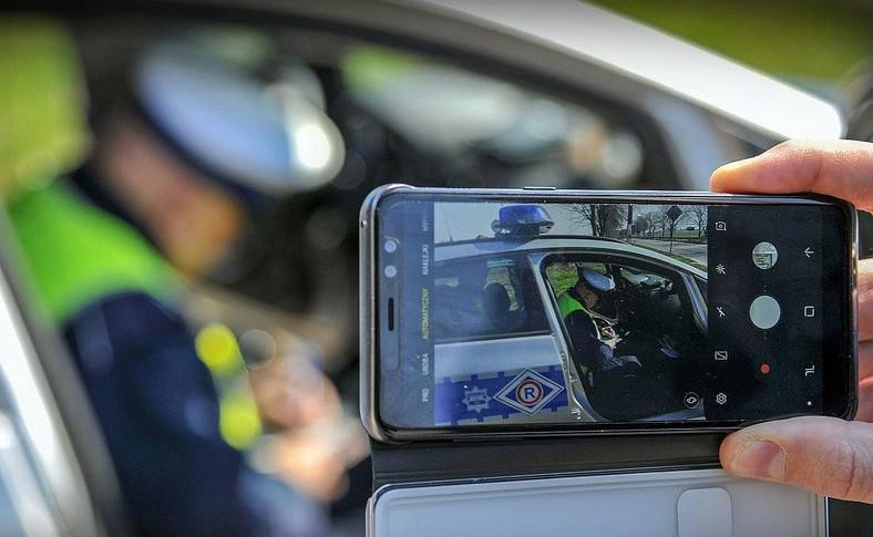 Koniec z nagrywaniem policjantów w trakcie kontroli trzeźwości kierującego?