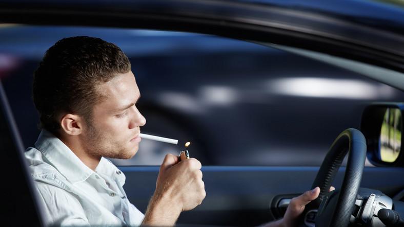 Będzie zakaz palenia w samochodzie?
