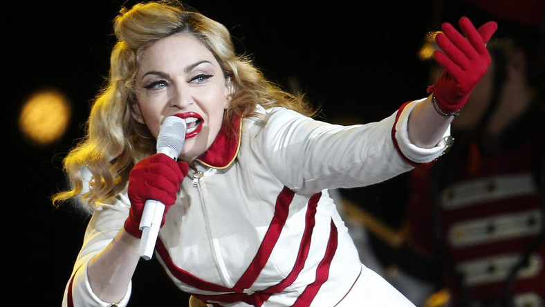 """Madonna udowodniła, że nie na darmo nazywana jest """"Material Girl"""" – piosenkarka zarobiła najwięcej spośród wszystkich muzyków w minionym roku. Kwota 34 milionów dolarów, jaka wpłynęła na konto artystki pochodzi w większości z biletów na koncerty promujące jej płytę """"MDNA"""". Sam krążek, mimo iż dotarł na szczyt list przebojów w kilkudziesięciu krajach, nie przyniósł wielkiego zysku, bo zaledwie 1,5 miliona dolarów"""