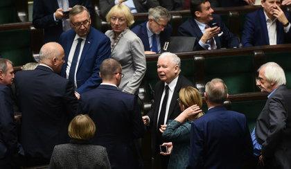 Prezes założy posłom dzienniczki!