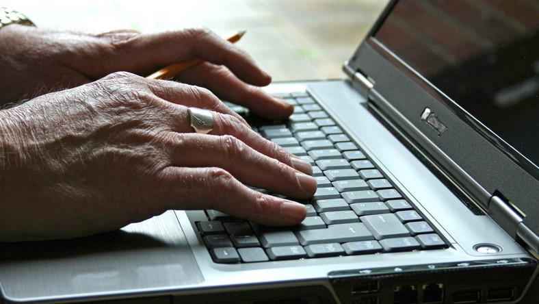 O niebezpiecznych lub agresywnych treściach w internecie posłowie PiS chcą zawiadamiać organy ścigania.