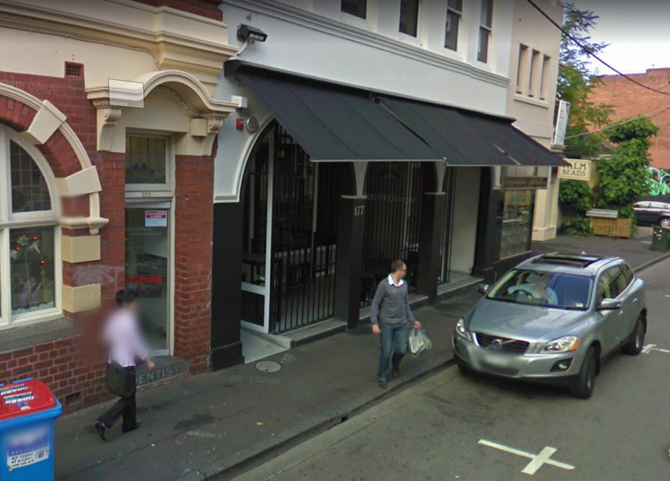 Melburn, noćni klub, neslana šala, kineska korona žurka