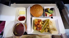 Dlaczego jedzenie podawane w samolocie nie jest smaczne?
