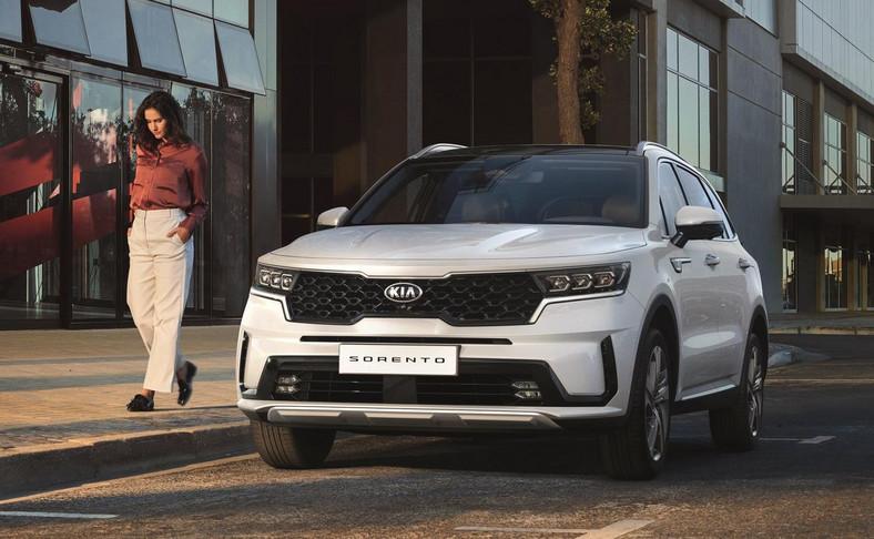 Sorento znajduje się na szczycie gamy crossoverów i SUV-ów oferowanych przez markę Kia na świecie, do której należą Seltos, Stonic, Soul, Niro, Sportage i Telluride