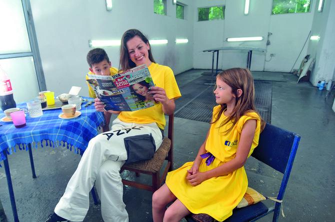 Iako je u radionici stalno, Ivana je kao i svaka druga žena, voli da se doteruje i čita ženske magazine