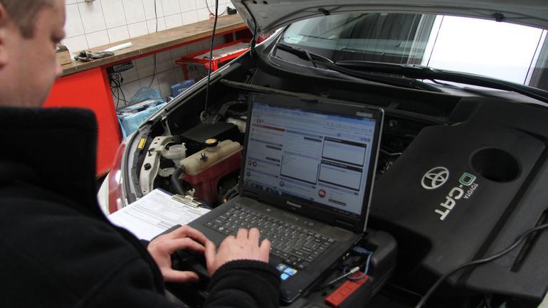 Błędne oprogramowanie w samochodach - bez aktualizacji długo nie pojeździsz?