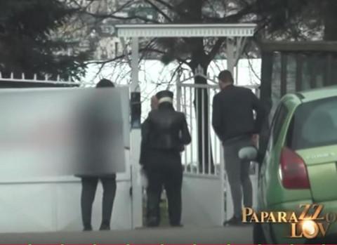 PRVE FOTKE POSLE SAHRANE MAJKE: Karleuša sa Duškom posetila OVO MESTO, a sve zbog NJIH DVE!
