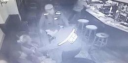 Brutalna interwencja policji w pubie. Pobili kobietę z dzieckiem [FILM]
