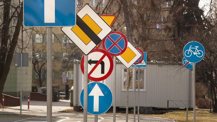 Znaki drogowe (ilustracyjne)
