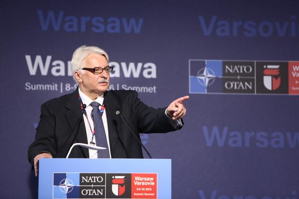 Minister spraw zagranicznych Witold Waszczykowski podczas konferencji prasowej na stadionie PGE Narodowy.