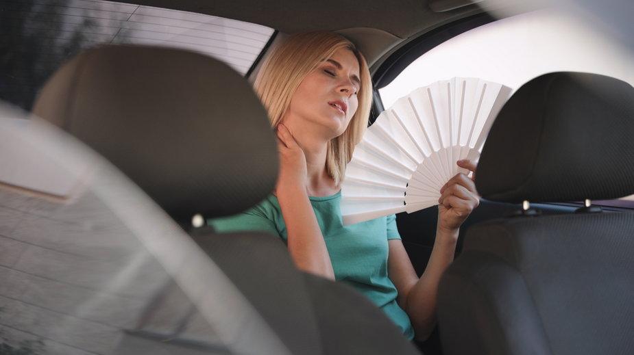 Jak szybko schłodzić wnętrze nagrzanego samochodu?