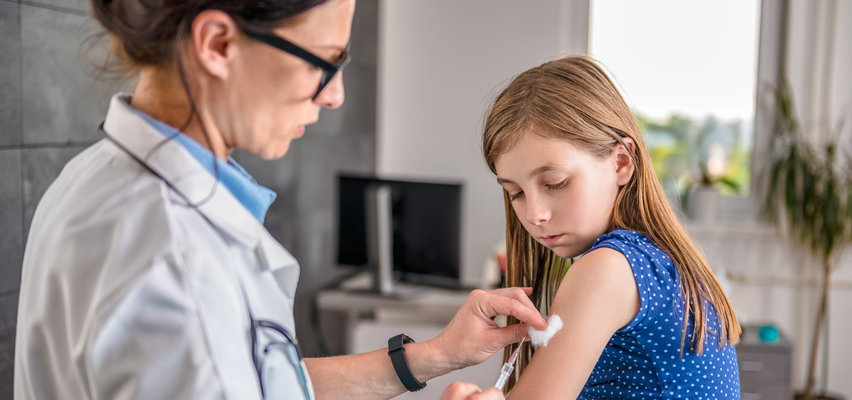 Pediatrzy: będziemy apelować o szczepionki przeciw COVID-19 dla polskich dzieci!