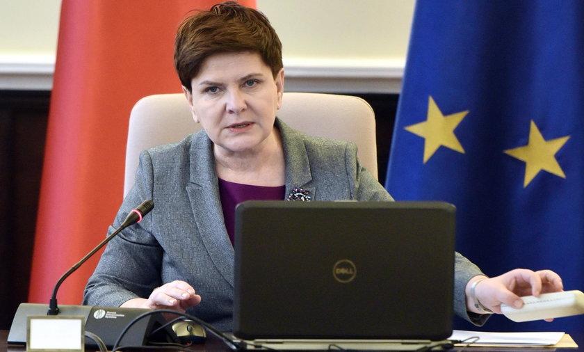 Bata Szydło na posiedzeniu rządu