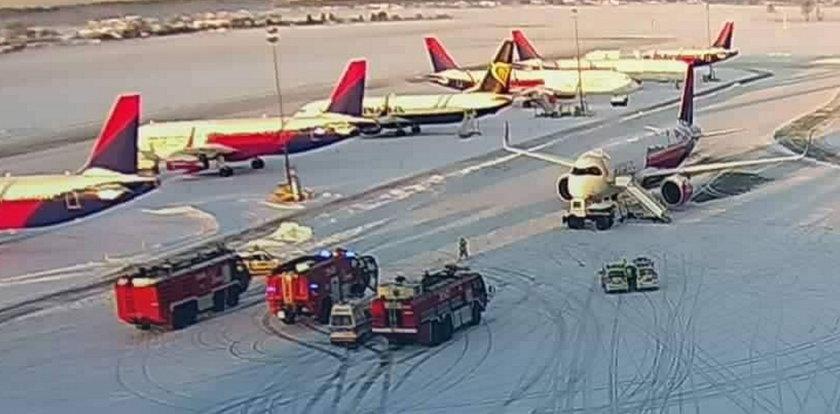 Niebezpieczny incydent na gdańskim lotnisku. Samolot zderzył się z samochodem