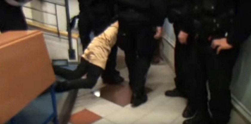 Policjant w cywilu raził anarchistę paralizatorem. Teraz żegna się z pracą