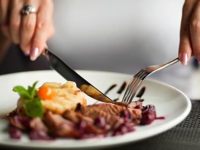 Polacy wydają na jedzenie w restauracjach coraz więcej