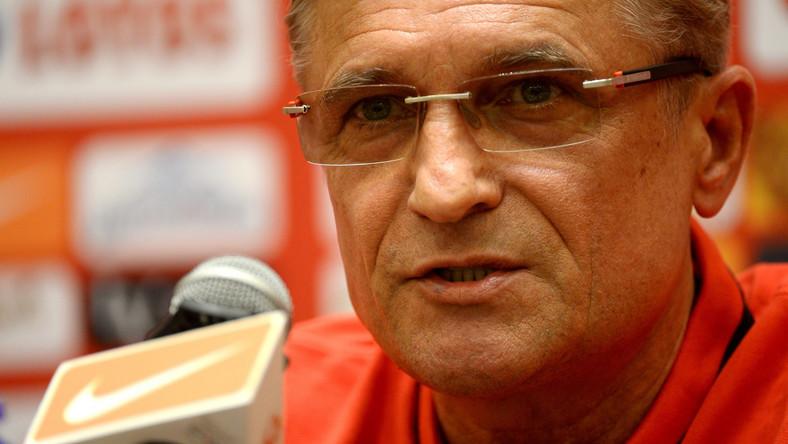 Trener piłkarskiej reprezentacji Polski Adam Nawałka podczas konferencji prasowej w Warszawie, 1 bm. Polacy przygotowują się do meczów eliminacyjnych mistrzostw Europy z Niemcami i Gibraltarem