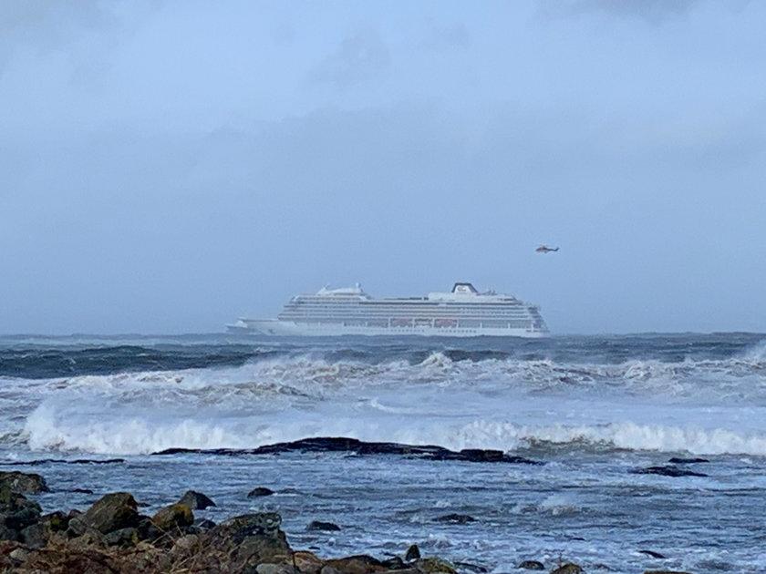 """Norwegia: Ewakuacja statku wycieczkowego """"Viking Sky"""""""